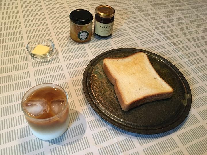 テーブルクロスと食卓