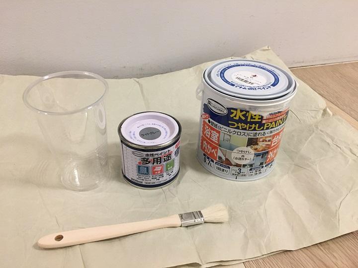 塗料とハケ