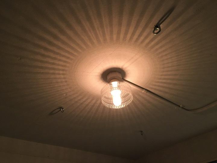 天井直付けガラスシェード点灯時