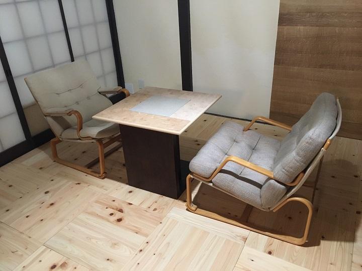 イージーチェア二脚とテーブル