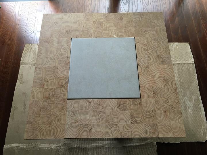 面材を仮置きしたテーブル