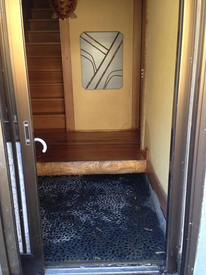 水浸しになった玄関