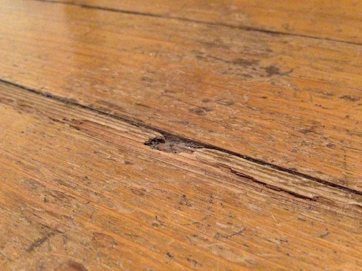 劣化した床