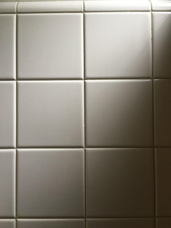 白の角タイル