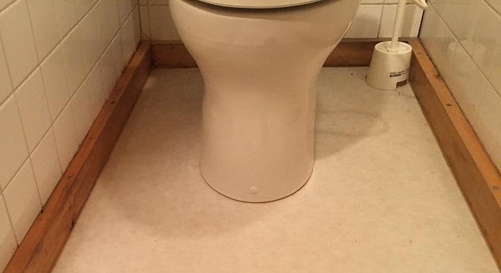 工事前のトイレの巾木