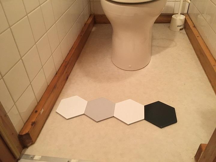 床に六角形タイルを仮置き