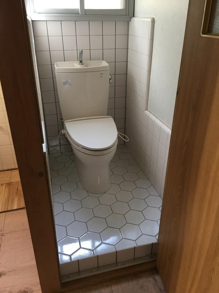 便器設置後のトイレ