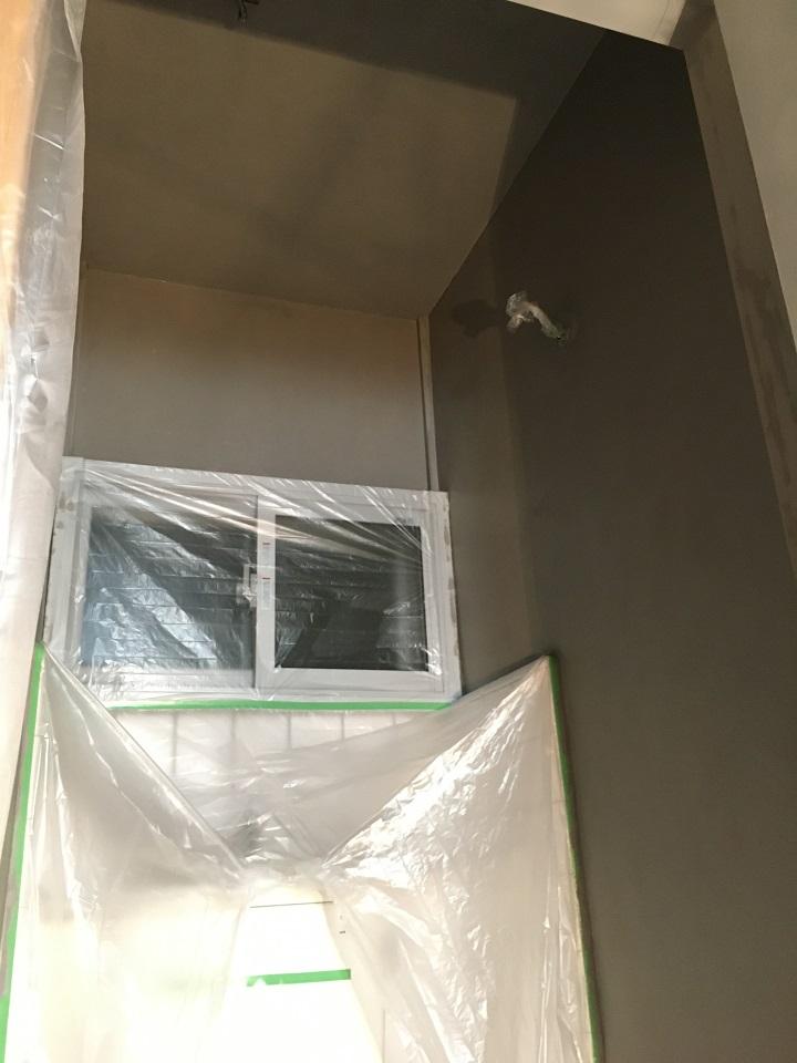 二度目の塗装完了後のトイレ内