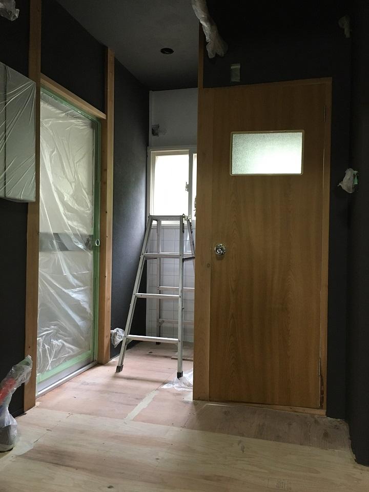 ステイン塗装前の室内