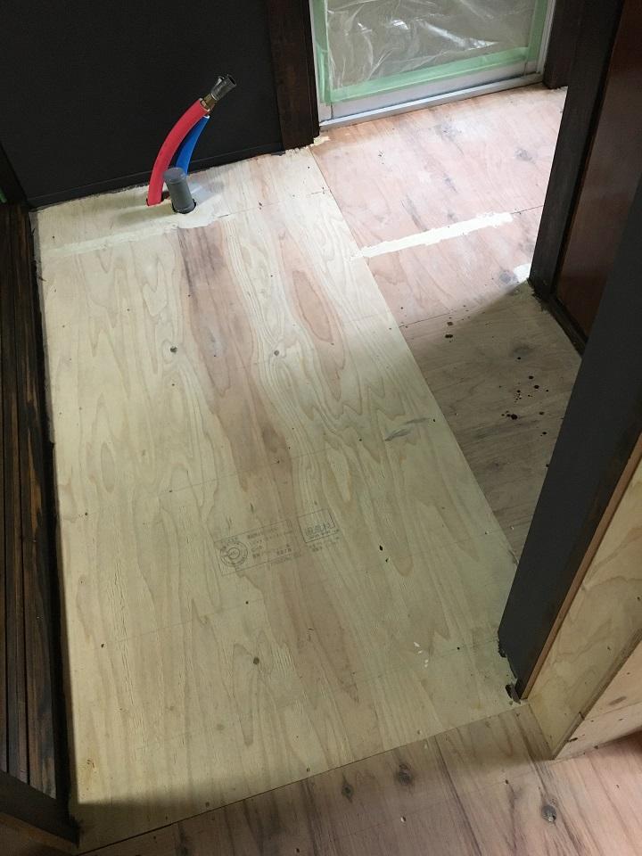 水まわりの床