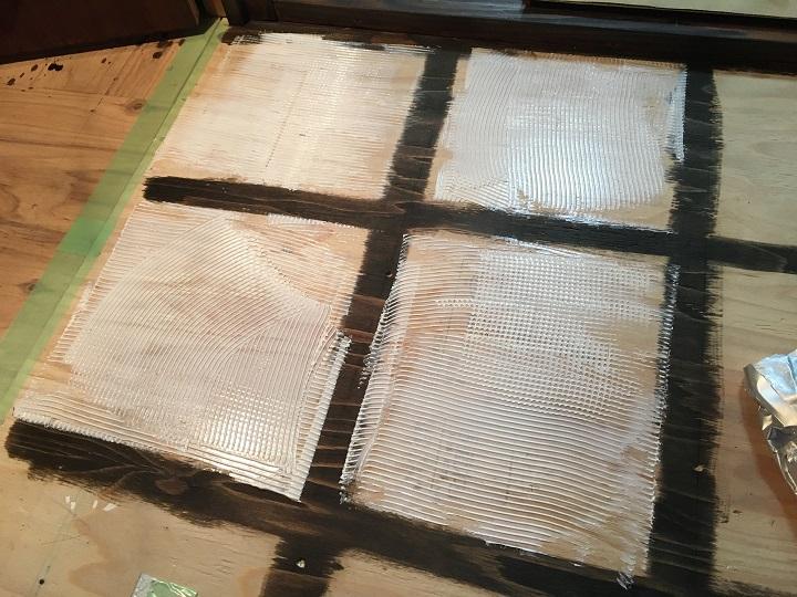 ボンドを塗った床
